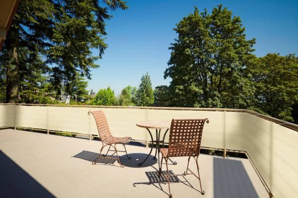 Balkonsichtschutz aus HDPE-Gewebe mit Metallösen und Kordel - Farbe weizen