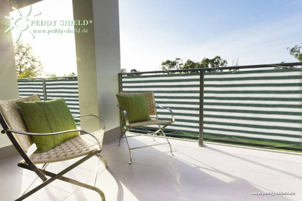 Balkonsichtschutz aus HDPE-Gewebe mit Metallösen und Kordel - Farbe grün-weiß