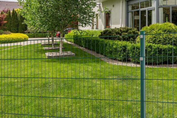 10m Stabmattenzaun Set grün Höhe 100 cm - 5 Matten & 6 Pfosten